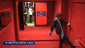 Pietro Titone viene eliminato e tira un calcio
