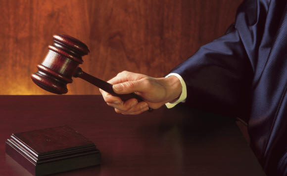 foto giudice con martelletto