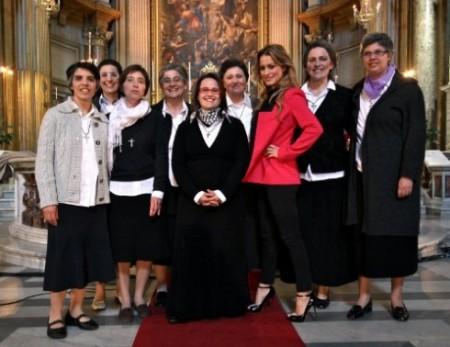lola ponce conduce una cantante in convento su RaiUno Foto