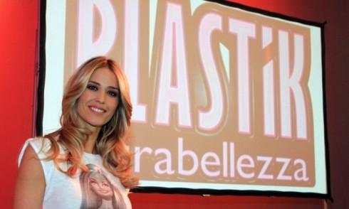 "Foto di Elena Santarelli conduttrice di ""Plastik Ultrabellezza"""