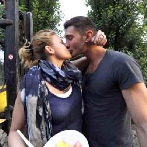 Bacio hot emma marrone e stefano de martino Foto
