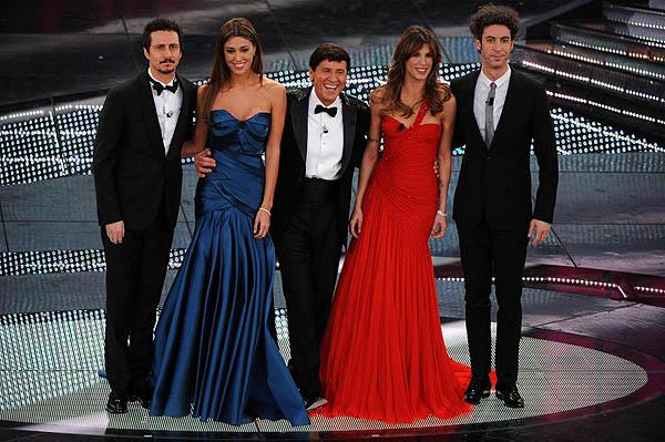 foto del cast compleo di sanremo 2011