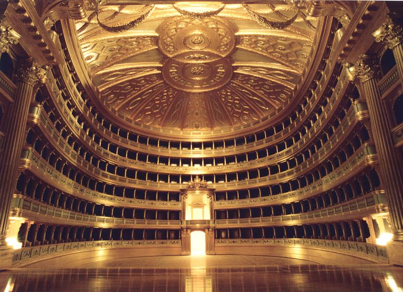 foto dell'interno del teatro la Scala di milano