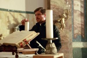 Claudio Gioè in una scena de Il Tredicesimo Apostolo