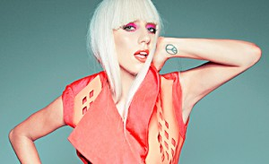 foto-di-lady-gaga-in-rosso