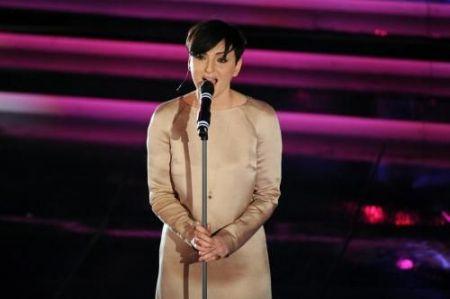 arisa canta la notte a Sanremo 2012