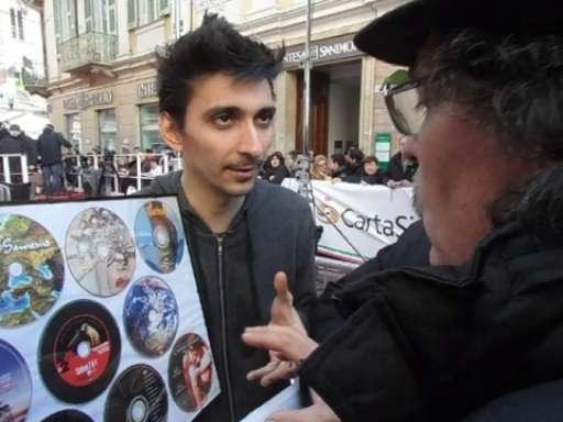 Fabrizio Biggio si ferma a parlare con i dipendenti della Ims a Sanremo