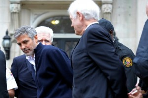 L'attore George Clooney durante il fermo a Washington