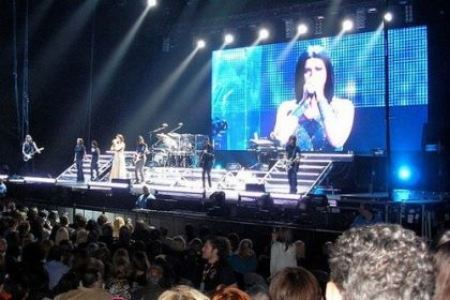 LAURA PAUSINI: l'Inedito World Tour si ferma per due settimane
