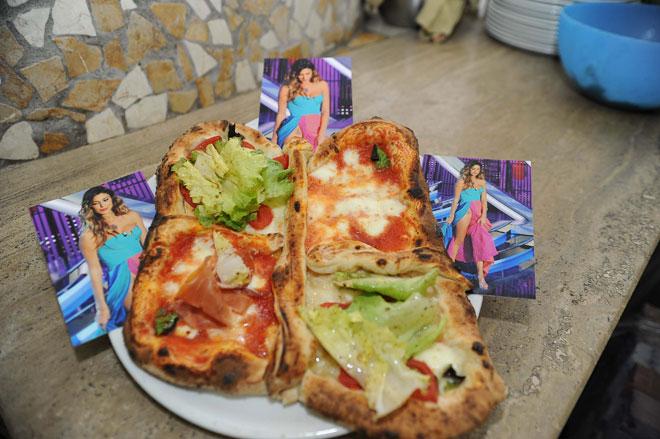 Il papà di Stefano realizza la pizza dedicata alla farfalla di Belen