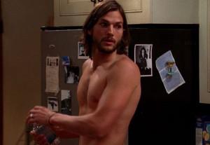 Foto di Ashton Kutcher nudo in Due uomini e mezzo