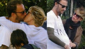 Foto di Francesco Facchinetti e Alessia Marcuzzi che si baciano