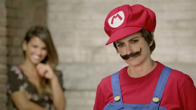 Penelope Cruz interpreta mario Bros in uno spot Nintendo