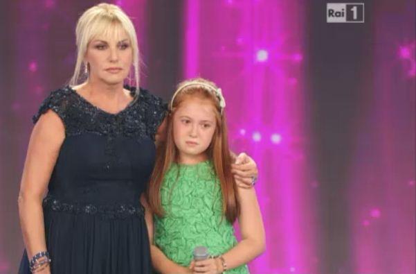 Foto di Antonella Clerici e Caterina Zampieri che piange