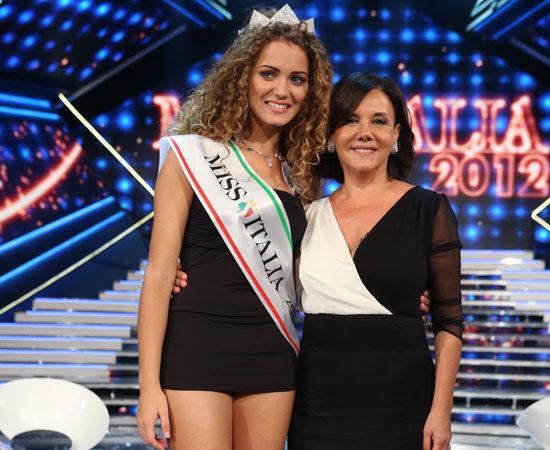 Giusi Buscemi Miss Italia 2012 con Patrizia Mirigliani