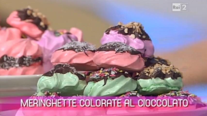 foto meringhe colorate al cioccolato