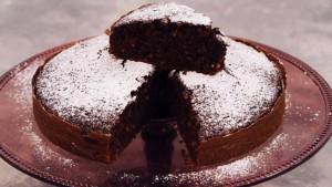 foto la cuoca bendata cola torta