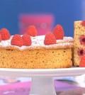 foto torta di mandorle e lamponi