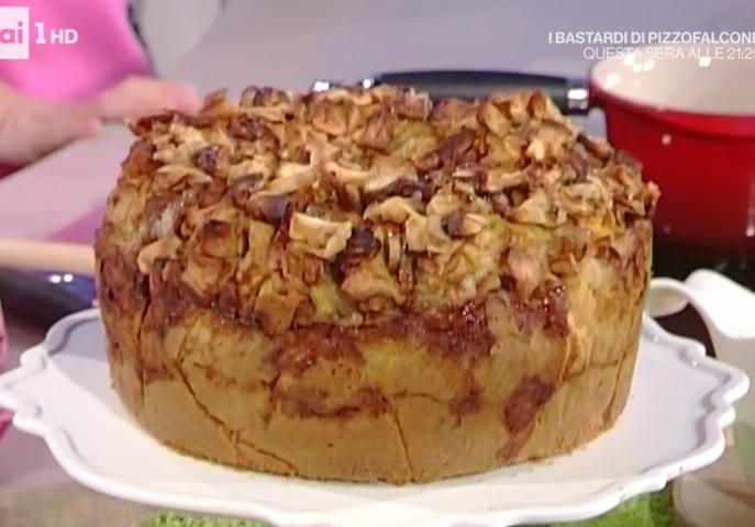 foto torta alta di mele