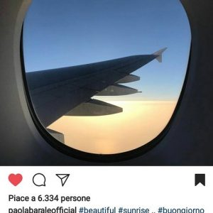 foto paola barale in aereo