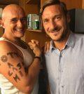 Foto Alfonso Signorini e Francesco Totti