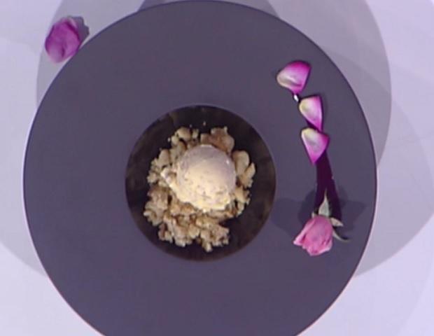 foto gelato crema pasticcera e rose