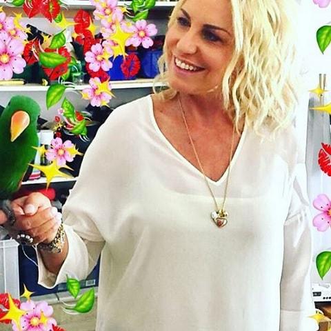 foto Antonella Clerici con un pappagallo