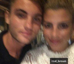 foto selfie di emma con un fan