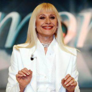foto raffaella carrà torna in tv programma beneficenza dicembre 2018