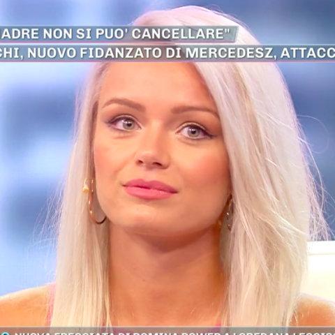 foto mercedesz henger attaccata dall'ex moglie di lucas peracchi dopo pomeriggio 5