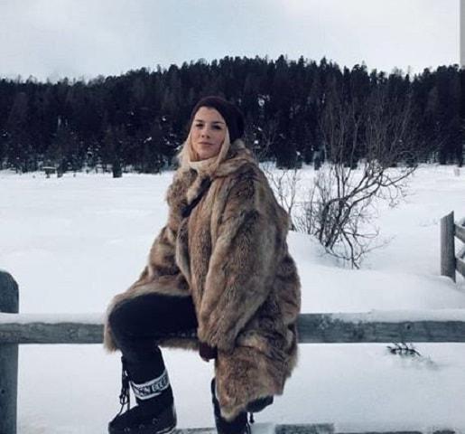 foto emma con la pelliccia