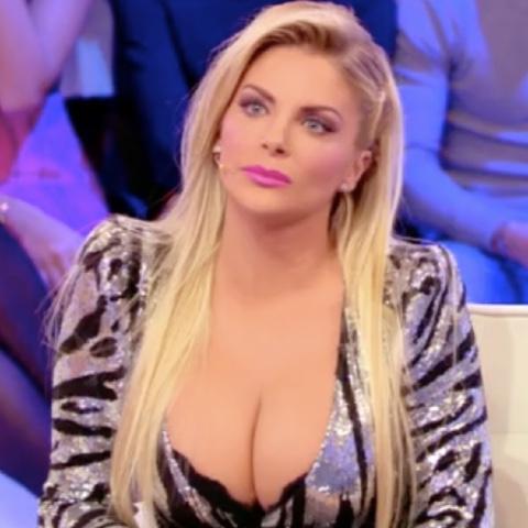 foto Francesca Cipriani pomeriggio 5 accusa l'ex voleva strangolarmi