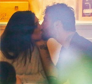 foto Belen e Stefano bacio