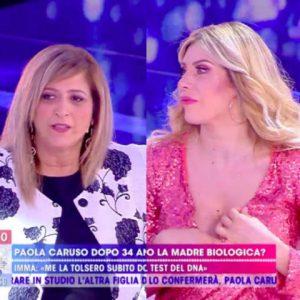 foto Paola caruso madre biologica ima live non è la d'urso