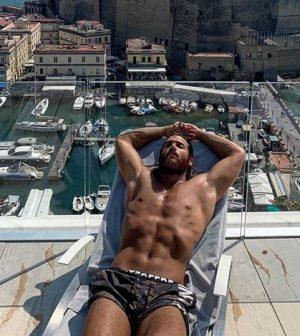 foto Can Yaman a Napoli