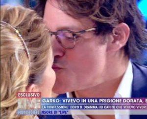 foto garko d'urso bacio a live