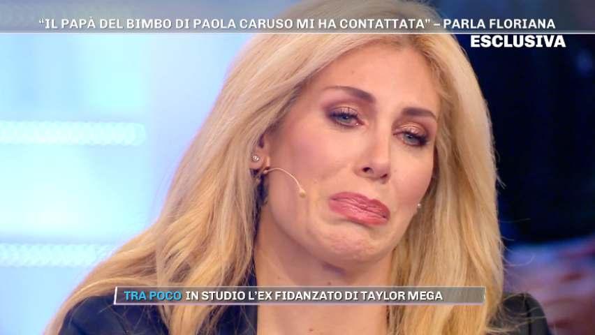 foto paola caruso piange