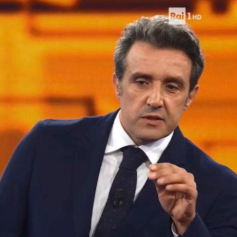 foto Flavio Insinna l'eredità concorrente attaccato Niccolò Pagani
