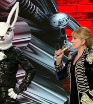 foto coniglio il cantante mascherato milly carlucci