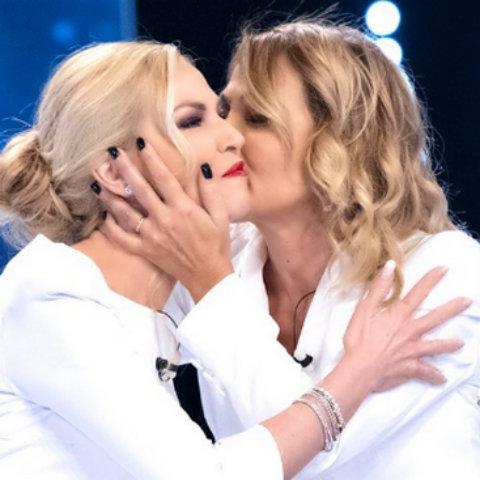 foto Barbara D'Urso Federica Panicucci pace fatta bacio verissimo video