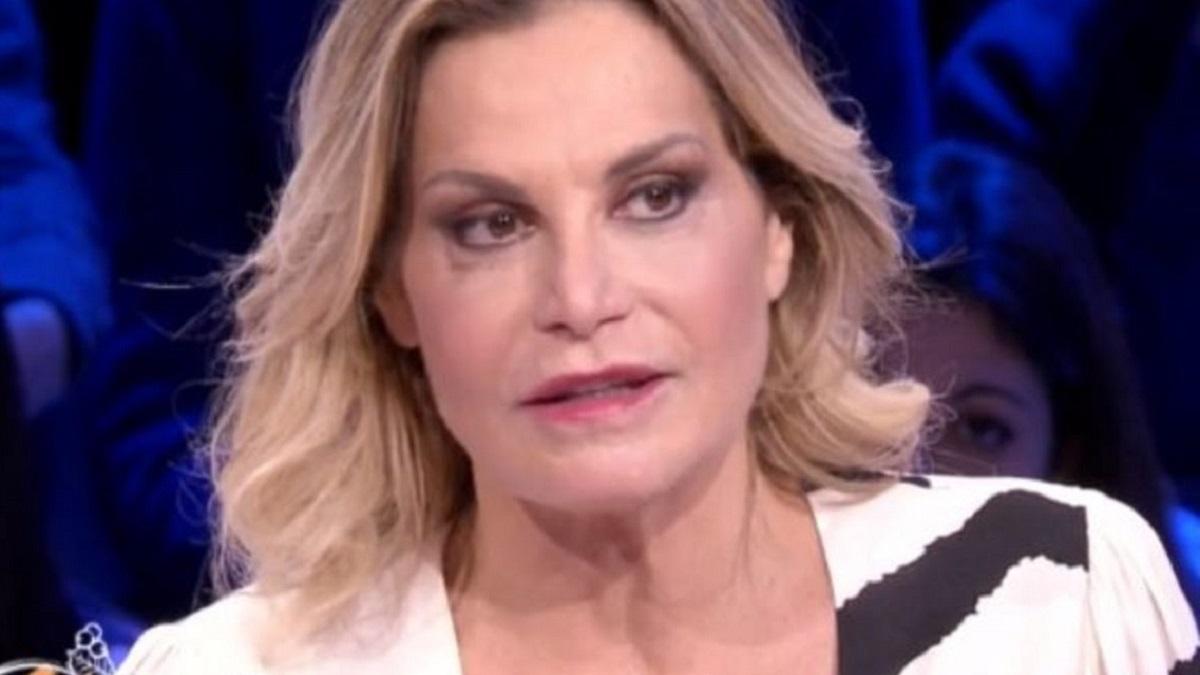 Simona Ventura torna a parlare della De Filippi. E critica Antonella Elia
