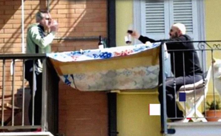 foto tavola balconi Marche