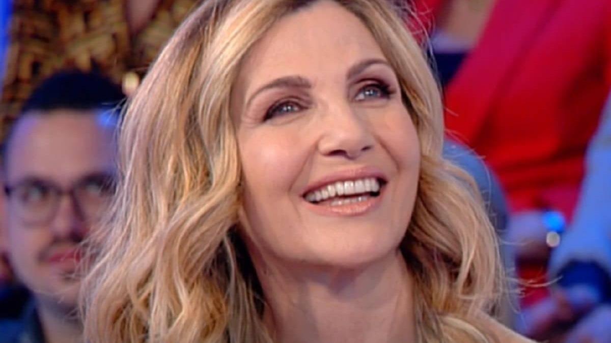foto Lorella Cuccarini sorridente