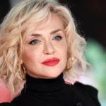 """Paola Barale critica Gianni Sperti e su Raz: """"Mi ha inflitto un dolore"""""""