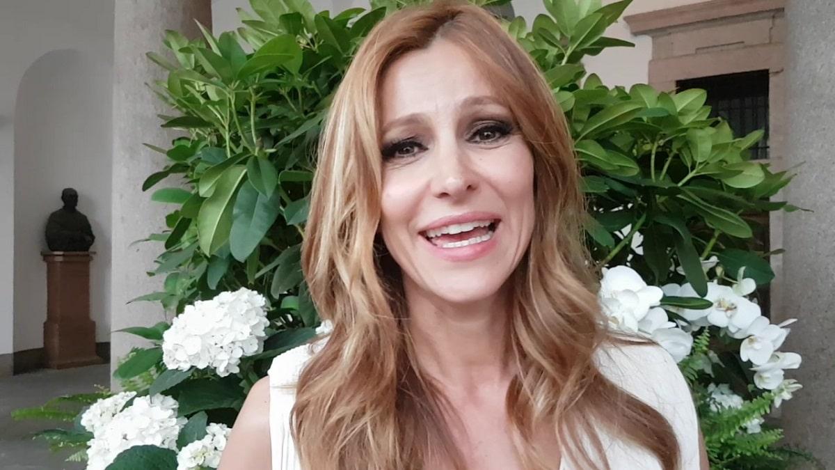 foto di Adriana Volpe durante un'intervista