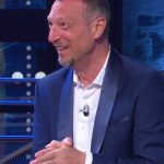 Soliti Ignoti: Amadeus scoppia a ridere per l'errore di Maurizio Battista