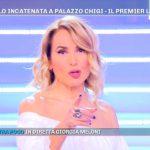 """Barbara D'Urso a Pomeriggio 5 fa un triste annuncio: """"Si è sentita male"""""""