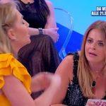 Uomini e Donne Over: Veronica contro Roberta, Maria De Filippi interviene