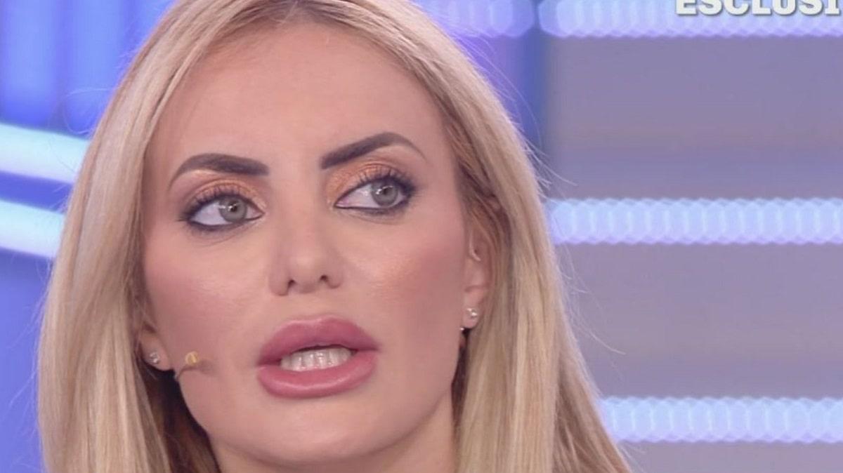 Live Non è la D'Urso: Elena Morali attacca Simona Izzo