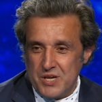 """Flavio Insinna fa un appello doloroso (VIDEO): """"Non ci stancheremo mai"""""""